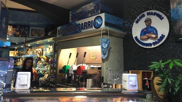 Maurizio Sarri tributes in cafe