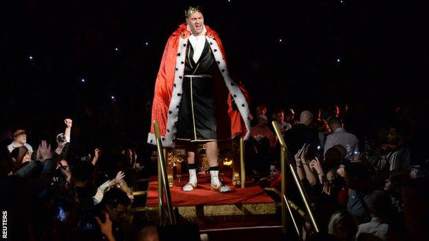 Tyson Fury arriving in the ring in Las Vegas on a throne