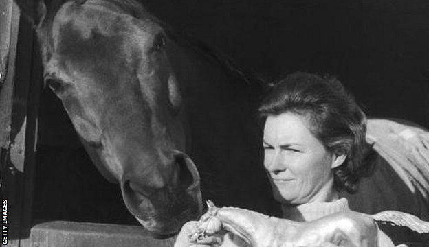 Red Rum checks out a model of the bronze statue that sculptor Lady Yarrow created at Ayr racecourse in 1974