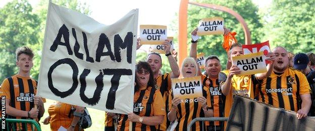 Hull fans protest before kick-off