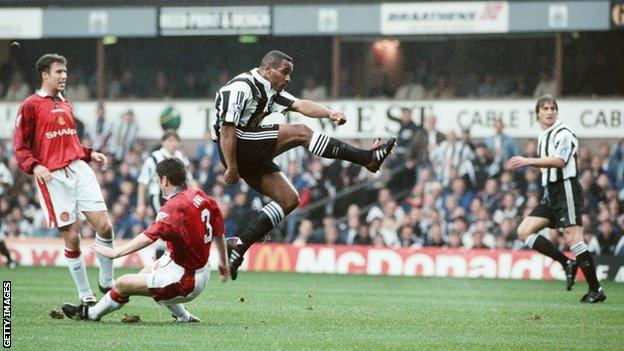 Les Ferdinand takes a shot on goal against Manchester United in 1996
