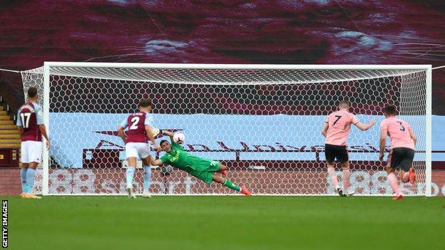 John Lundstram's penalty saved by Emiliano Martinez