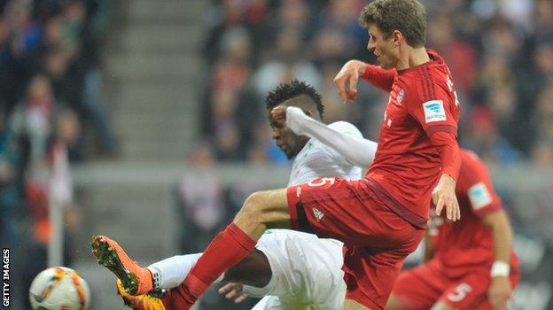 Thomas Muller scores a second goal for Bayern Munich against Werder Bremen