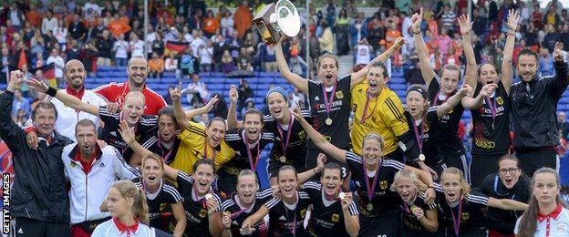 Germany women lift the 2013 EuroHockey Champion title