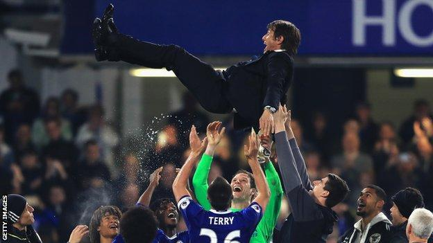 Antonio Conte thrown in the air by Chelsea players