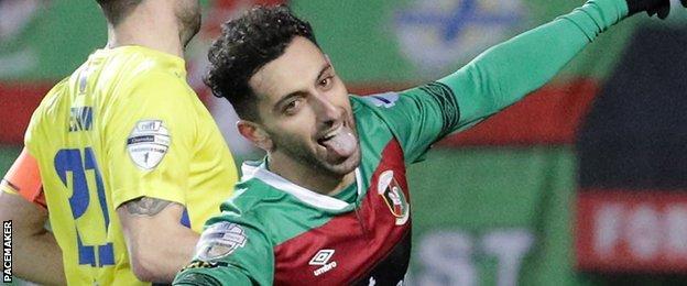 Navid Nasseri's stoppage-time goal sealed Glentoran's 2-0 win