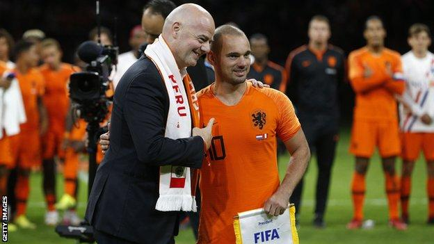 Fifa president Gianni Infantino and Wesley Sneijder