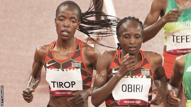Hellen Obiri (right) racing against the Agnes Tirop at the Tokyo Olympics
