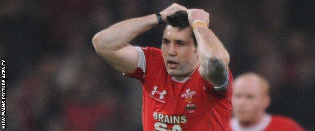 Stephen Jones reacts to missing his penalty against Ireland in 2009