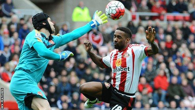 Jermain Defoe challenges in the air with Petr Cech