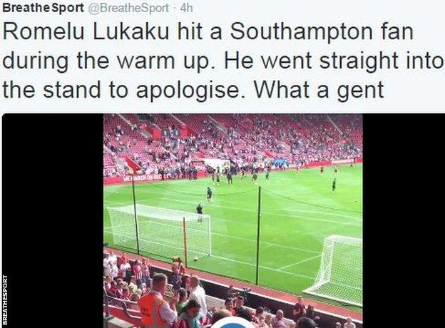 Romelu Lukaku presents fan with shirt