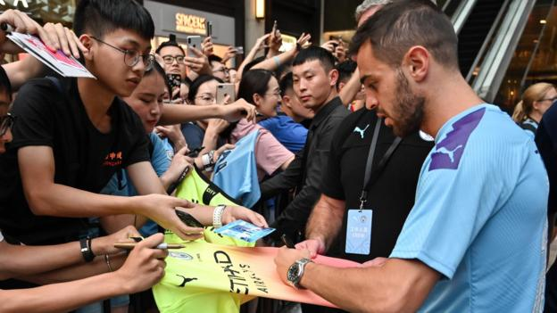 Bernardo Silva on Manchester City & old WhatsApp group - in wide-ranging BBC interview thumbnail