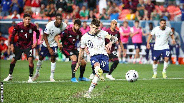 Christian Pulisic scores the winning penalty against Mexico