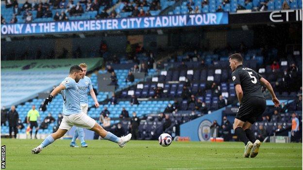 Man City 5-0 Everton: Aguero scores twice as champions clinch thumping win  - BBC Sport