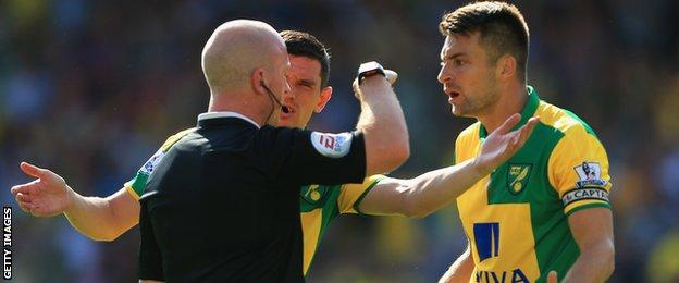 Norwich players and referee