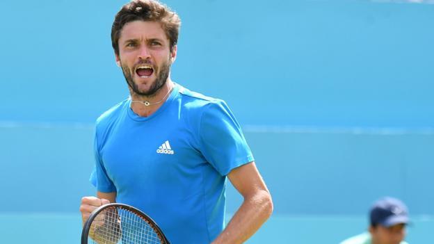 Queen's: Gilles Simon beats Daniil Medvedev in semi-finals thumbnail