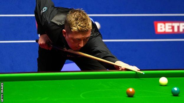 World Snooker Championship: Kyren Wilson dominates first session of semi-final against Shaun Murphy thumbnail