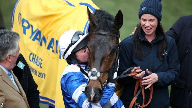 Bryony Frost with Frodon