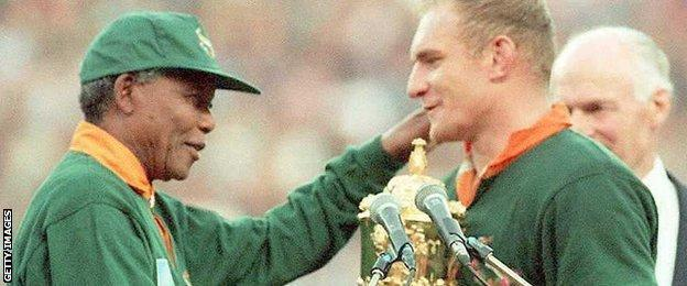 Francois Pienaar receives the Webb Ellis trophy from Nelson Mandela after South Africa beat New Zealand in the 1995 Rugby World Cup final