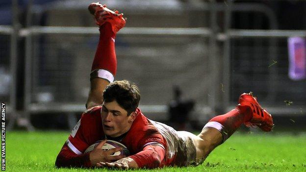 Louis Rees-Zammit scores Wales' winning try against Scotland
