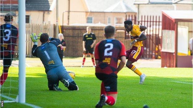 Justin Amaluzor scores