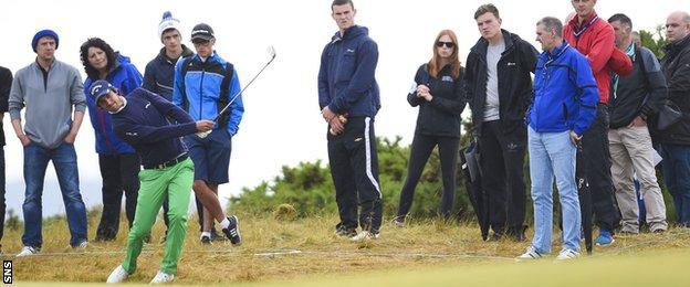 Golf fans watch Matteo Manassero