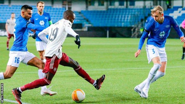 Nicolas Pepe scores for Arsenal