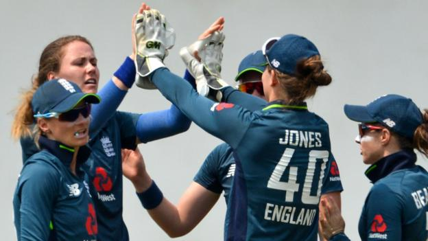 England's women win Sri Lanka warm-up game in Colombo thumbnail