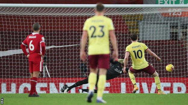 Liverpool 0-1 Burnley: Ashley Barnes scores winner as Reds' unbeaten run ends thumbnail
