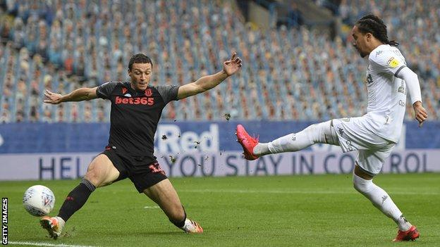 Helder Costa scores for Leeds