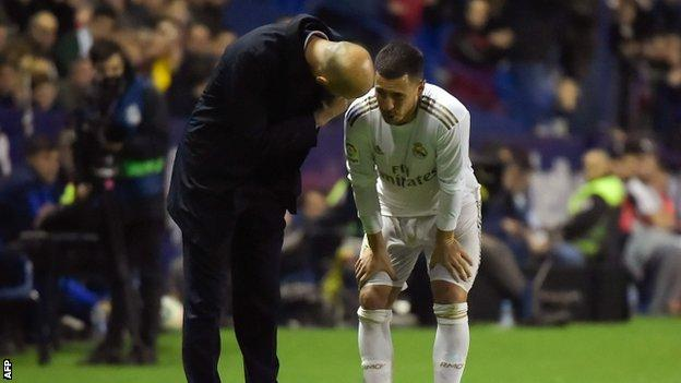 Zinedine Zidane speaks to Eden Hazard after he comes off injured against Levante