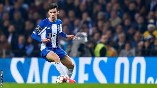 Vitinha playing for Porto