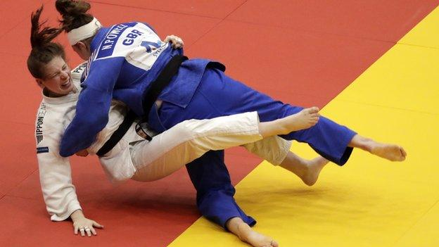 Natalie Powell (top) beat Austria's Bernadette Graf to win the women's under 78 kg weight category at the Tel Aviv Grand Prix in January 2020