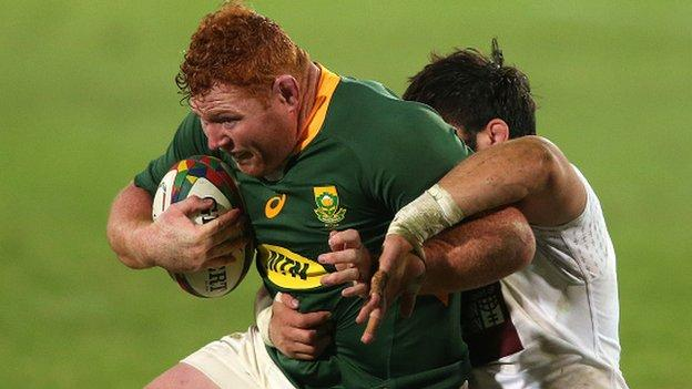 Steven Kitshoff with the ball for South Africa