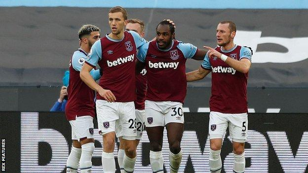 Michail Antonio (second right) celebrates his goal