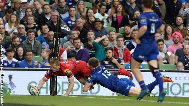 Johnny McNicholl scores for Scarlets