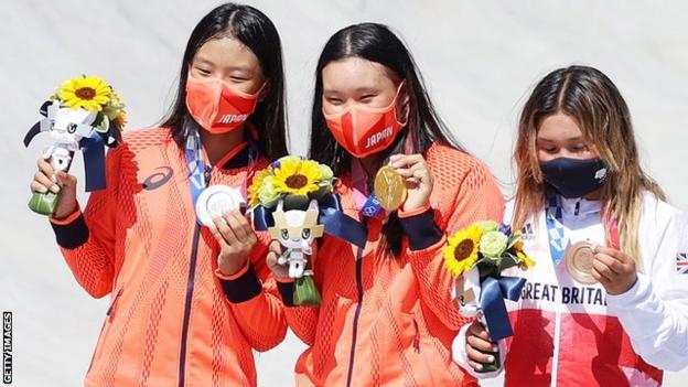 Kokona Hiraki, Sakura Yosozumi and Sky Brown on the podium