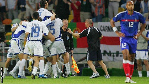 Greece celebrate beating France at Euro 2004