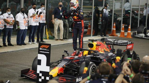 Max Verstappen merayakan kemenangan Grand Prix Abu Dhabi