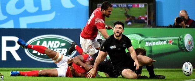 New Zealand's Nehe Milner-Skudder scores