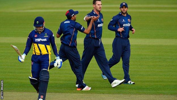 Shaun Tait celebrates the wicket of Glamorgan's Jacques Rudolph