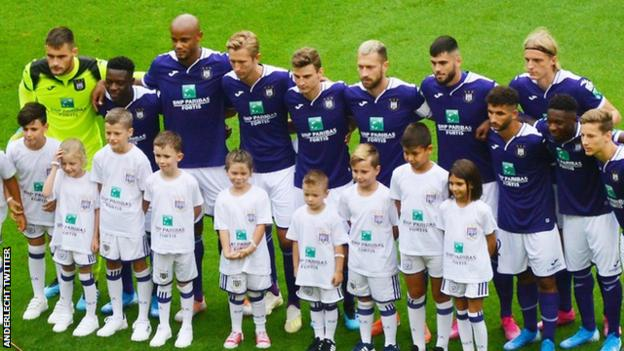 Vincent Kompany in the team picture alongside Anderlecht teammates