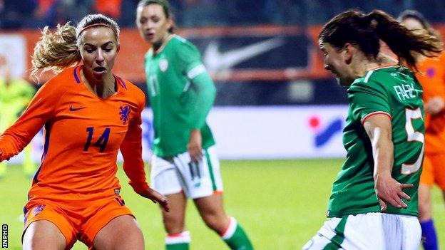 Jackie Groenen of the Netherlands competes against Niamh Fahey of Ireland