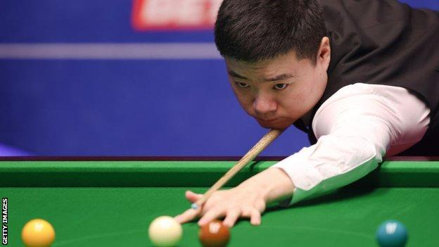 World Snooker Championship: Stuart Bingham beats Ding Junhui thumbnail