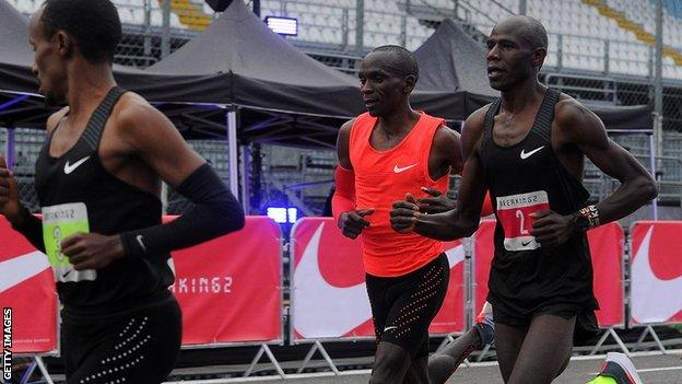 Pacemakers guarded Kipchoge from cross winds