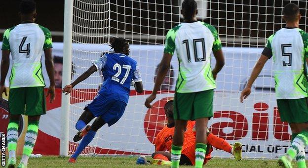 Karl Namnganda scores for Central African Republic against Nigeria in Lagos
