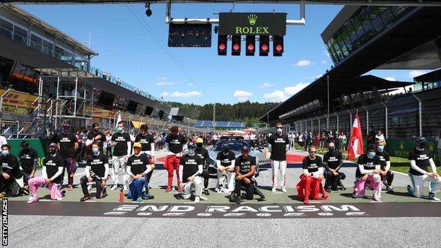F1 drivers take the knee in Austria