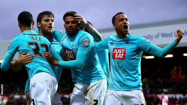 Derby's players celebrate Chris Martin's goal against Brentford