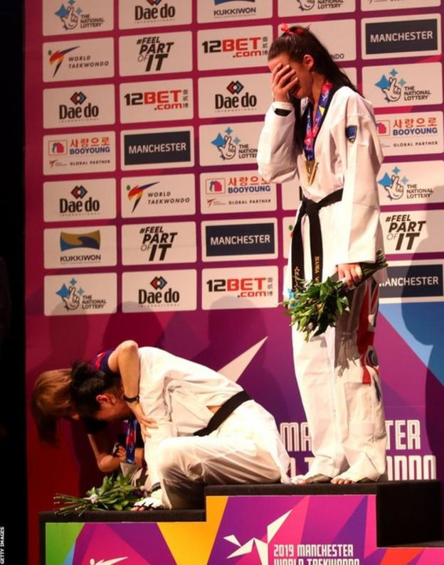 Shuyin Zheng of China was left distraught on the podium