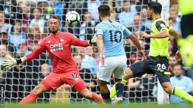 Huddersfield goalkeeper Ben Hamer in action against Manchester City